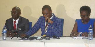 M. Raymond Nkurunziza assistant au Ministère de la Culture et des Sports au micro.
