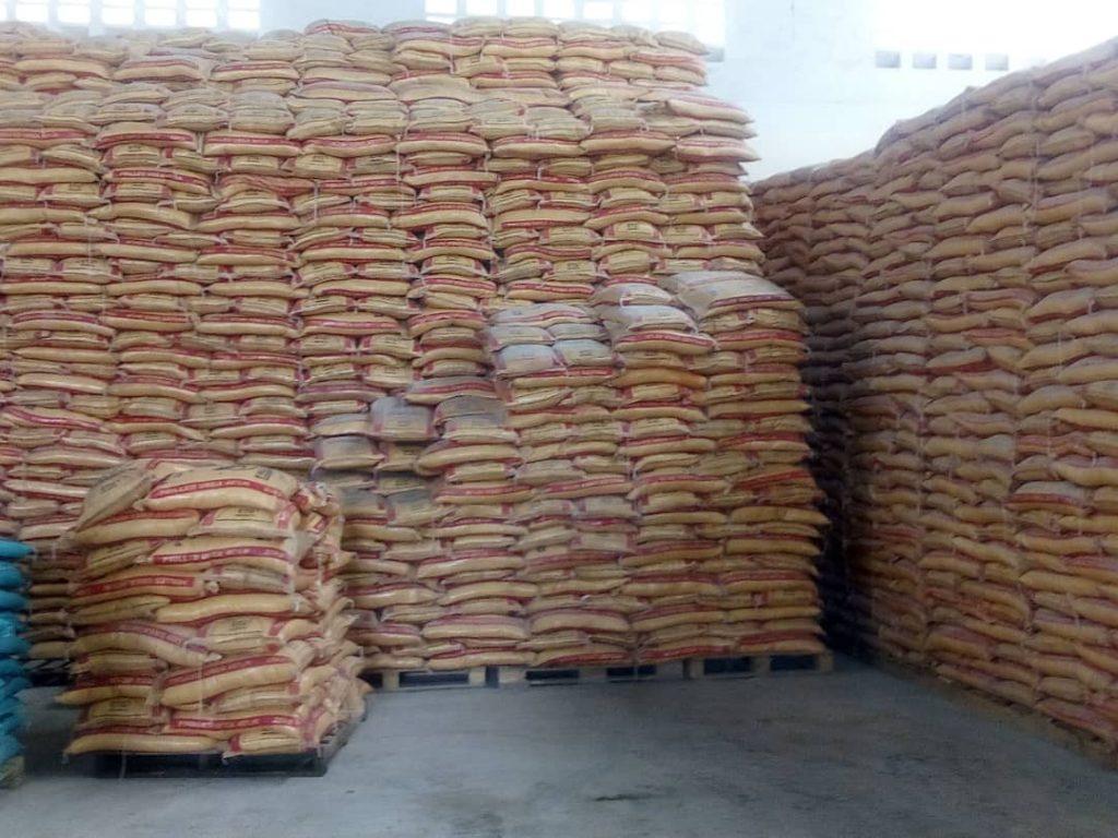Les sacs d'engrais chimiques  en stock de FOMI