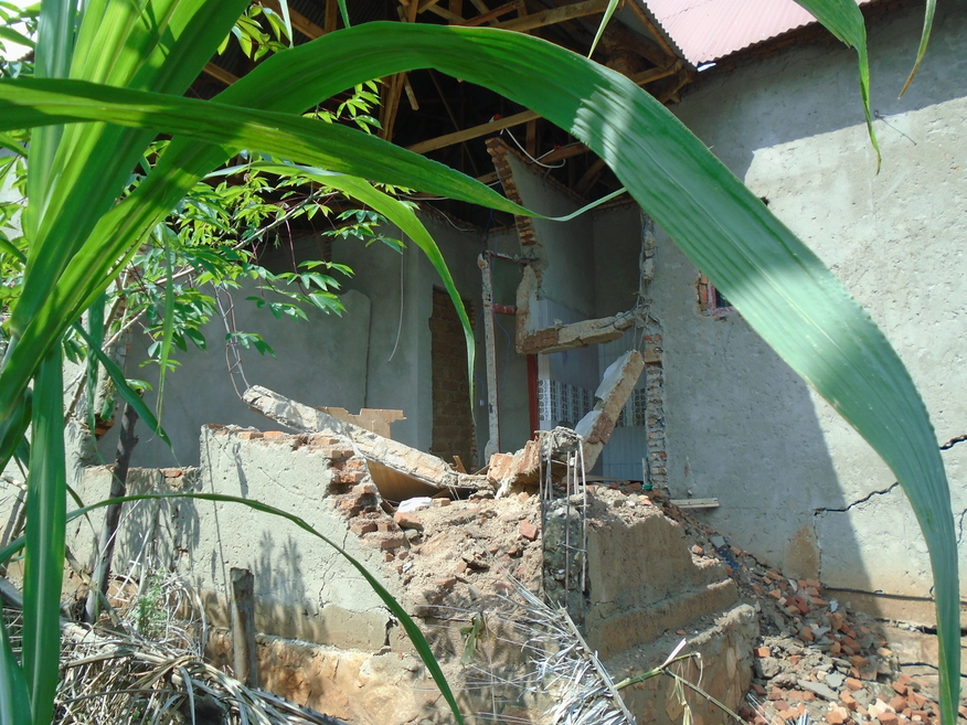 Une maison détruite suite au mouvement de masse des terres dans le quartier Uwinterekwa