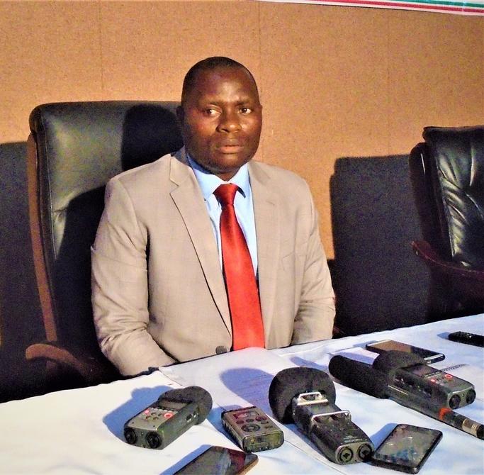 Consolateur Nitunga, le Directeur Général au Ministère des Transports, des Travaux Publics, de l'Equipement et de l'aménagement du territoire (MTTPE)