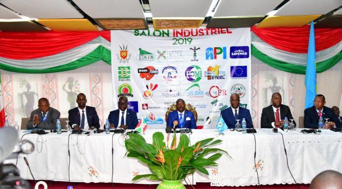 SE Pierre Nkurunziza est au milieu lors du lancement du salon industriel 2ème édition 2019