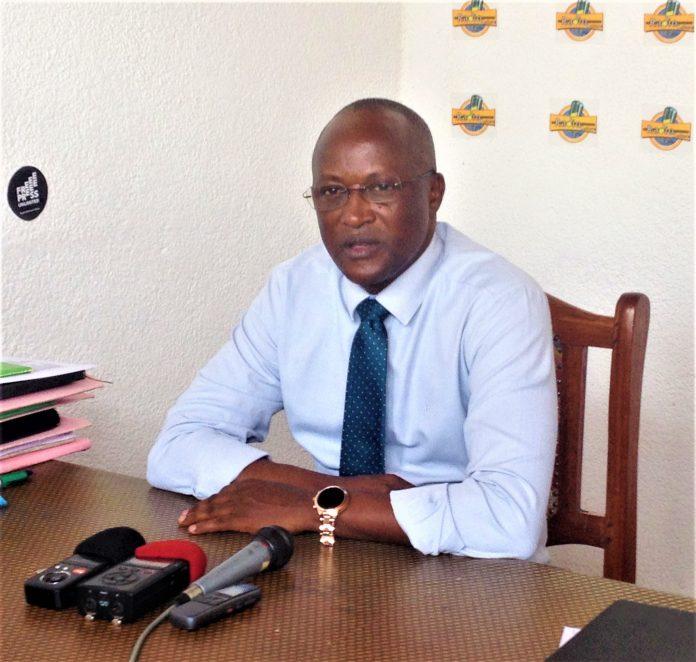 SE Gaston Sindimwo, le 1er Vice-Président de la République du Burundi après sa visite à la Radio culture il a répondu aux questions des journalistes.