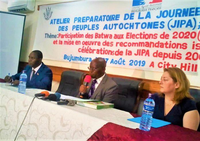 Emmanuel Nengo, représentant national des peuples autochtones au Burundi au micro