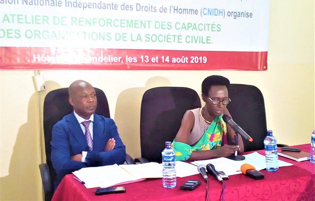 Consolate Habonimana vice-présidente de la CNIDH au micro
