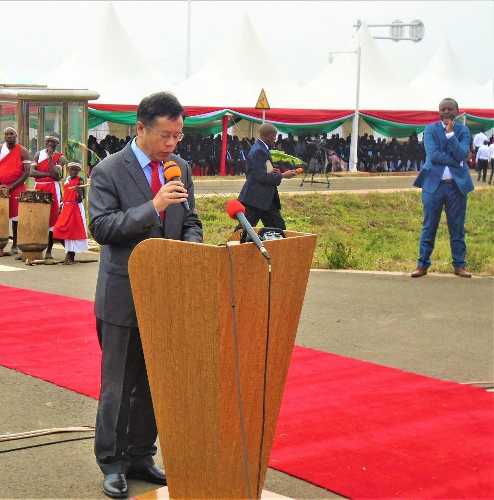 """L'Ambassadeur Li Changli """"la Chine porte son appui financier dans différents domaines au Burundi à savoir : l'éducation, santé, l'agriculture, énergie et bien d'autres"""""""