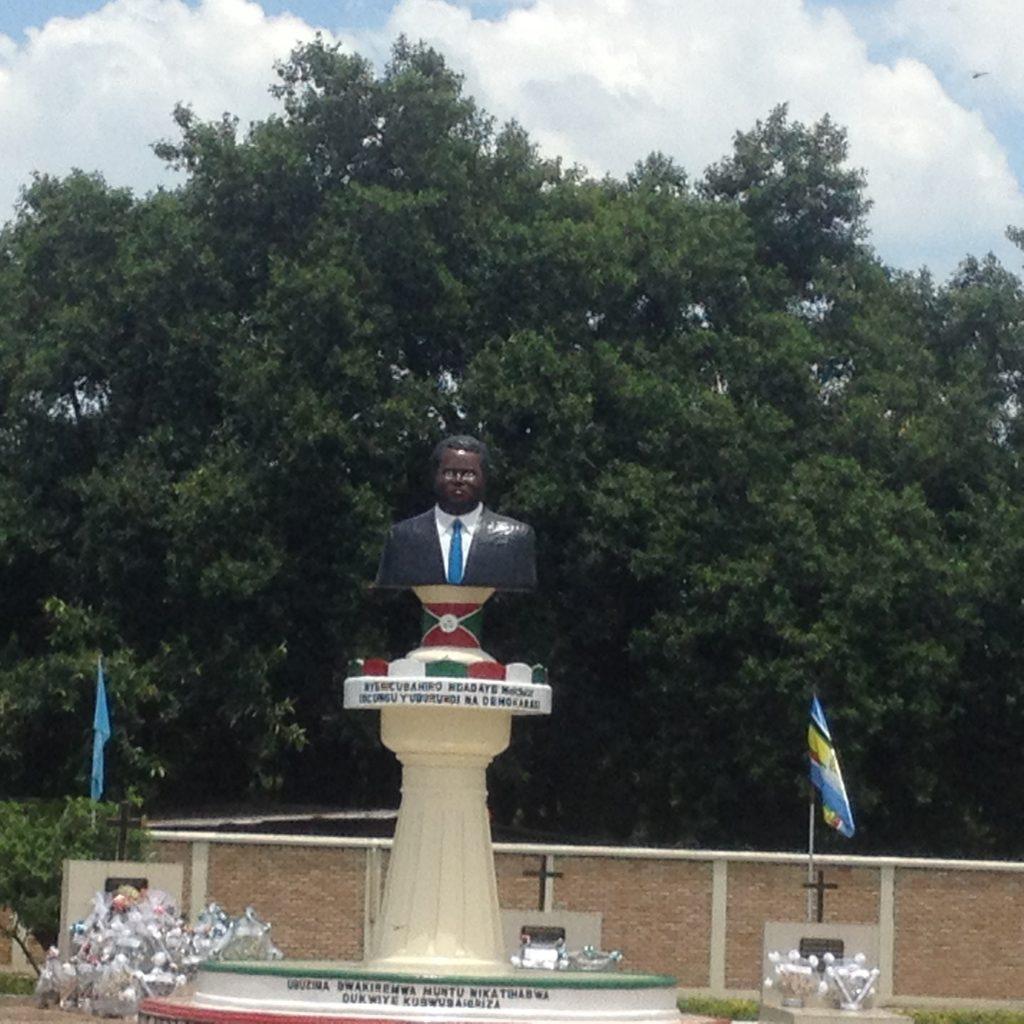Le monument du Héros de la démocratie,Ndadaye Melchior assassiné après trois de serment