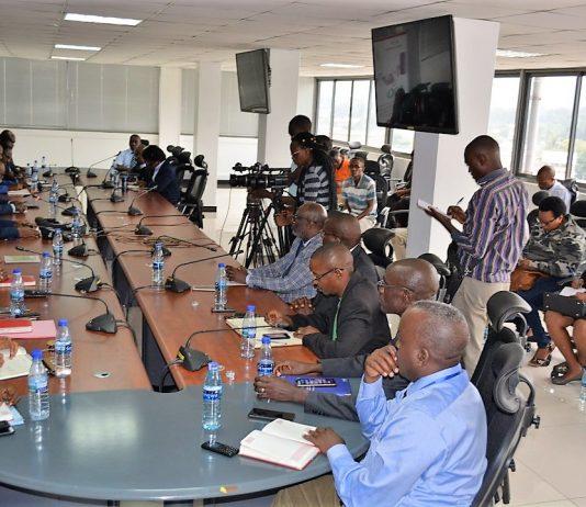 Le commissaire general de l'Obr repond aux questions des journalistes