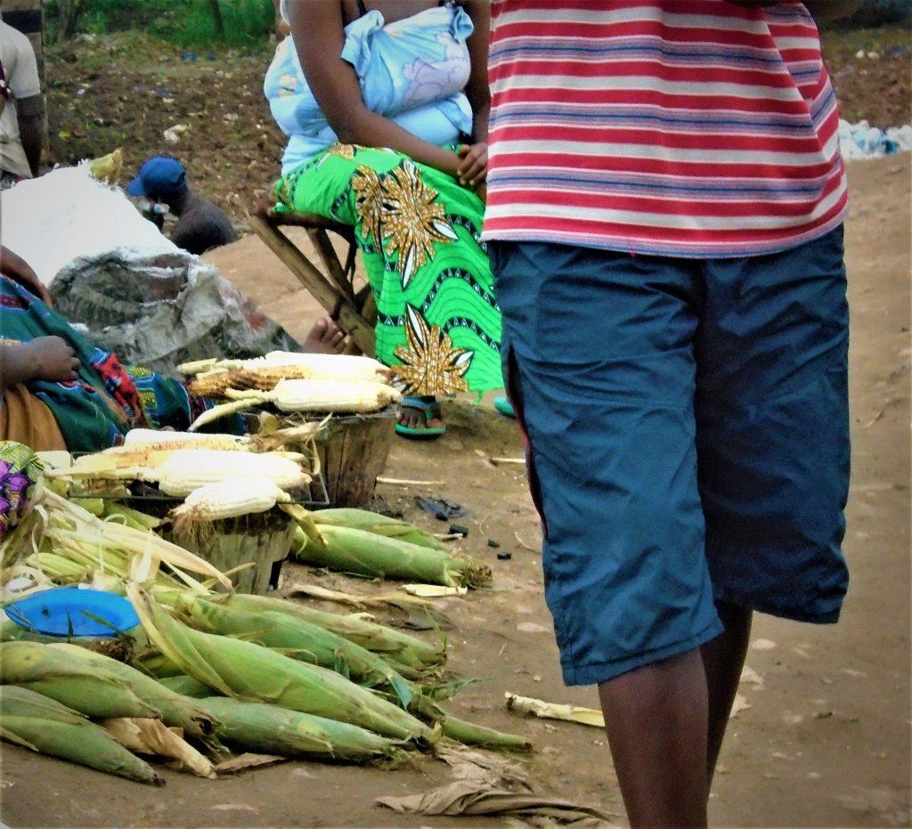 maïs grillés tout près de la rivière Ntahangwa