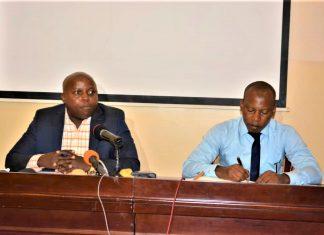 Frédéric Manirambona et le conseiller principal du maire de Bujumbura