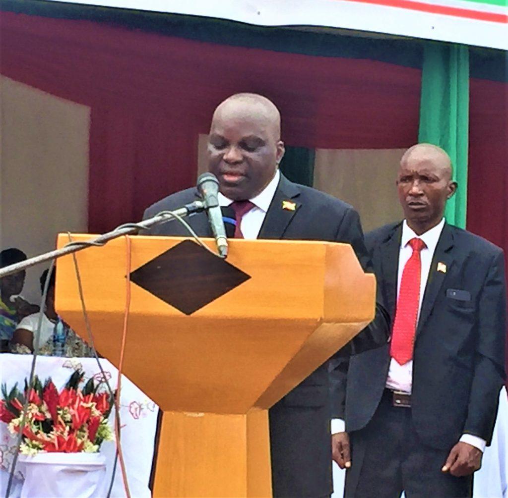 Pascal Nyabenda,président de l'AN du Burundi au micro