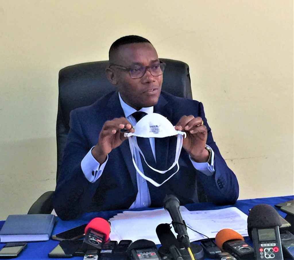"""Dr Thade Ndikumana, ministre de la Santé tranqulise la population en rapport avec le Coronavirus""""les masques sont disponibles"""""""