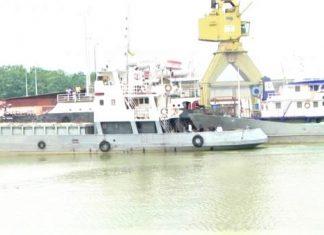 bateau transportant les marchandises