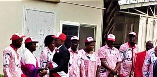 Gaston Sindimwo, candidat présidentiel de l'Uprona est à la CENI pour déposer le dossier de sa candidature