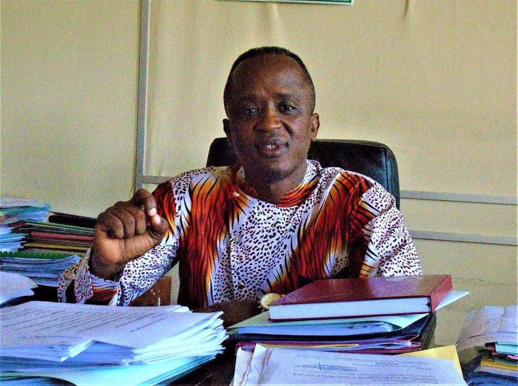 M. Chrisologue  Mutwa , directeur général au ministère du commerce , de l'industrie et du tourisme
