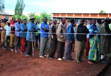 Les électeurs aux fils d'attente