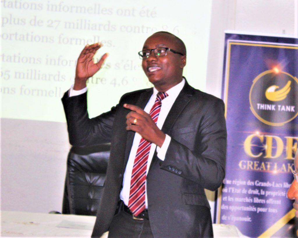 "Aimable Manirakiza, Directeur Exécutif du CDE explique le but de la campagne ""Fungua Njia"""
