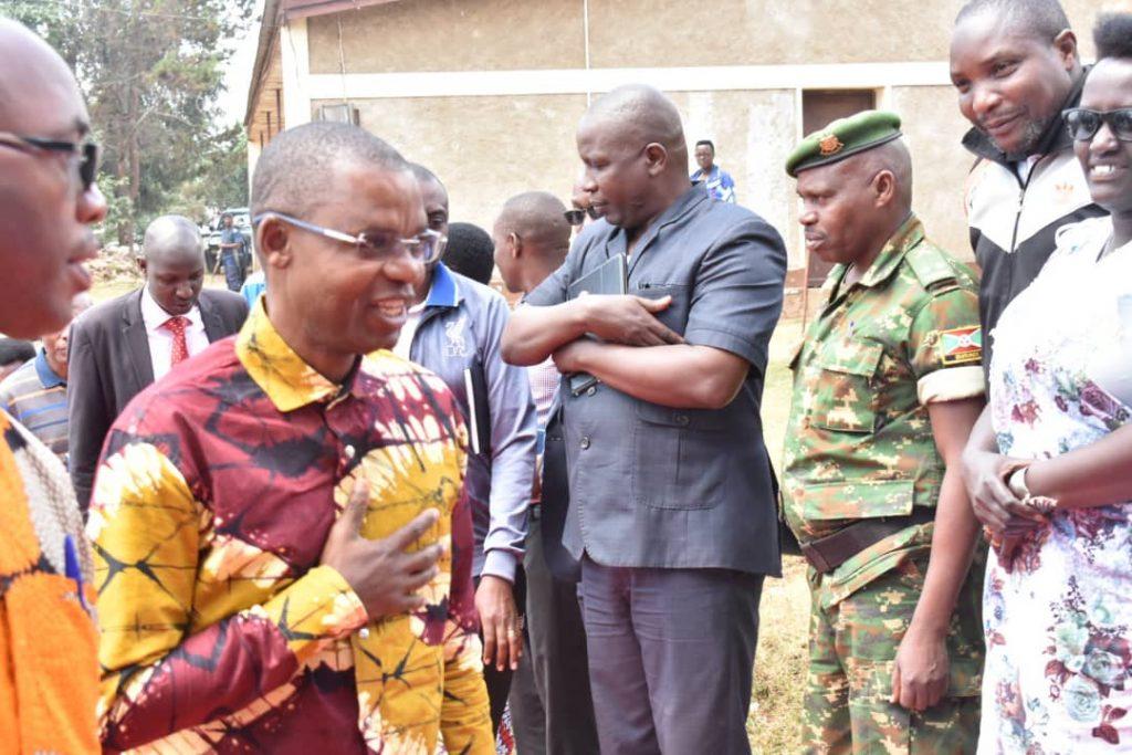 Président de la chambre haute du parlement burundais, Emmanuel Sinzohagera lors de sa 1ère visite dans sa province natale après avoir accédé à son fauteuil présidentiel du sénat.