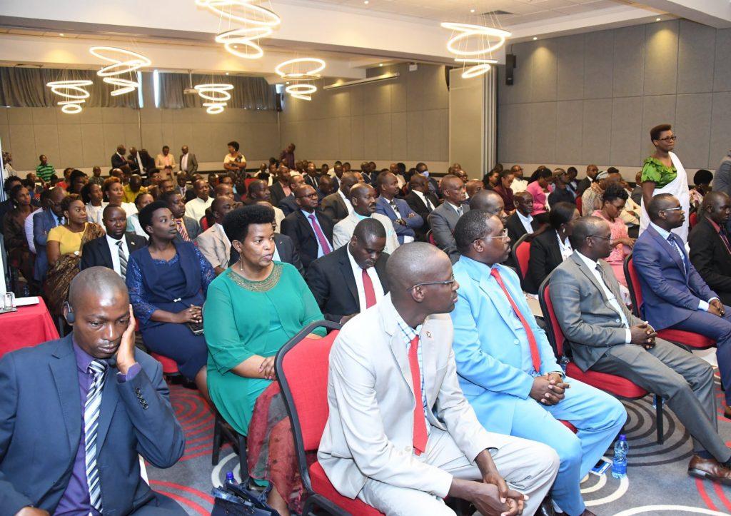 Les responsables des médias et porte-paroles suivent le président Evariste Ndayishimiye