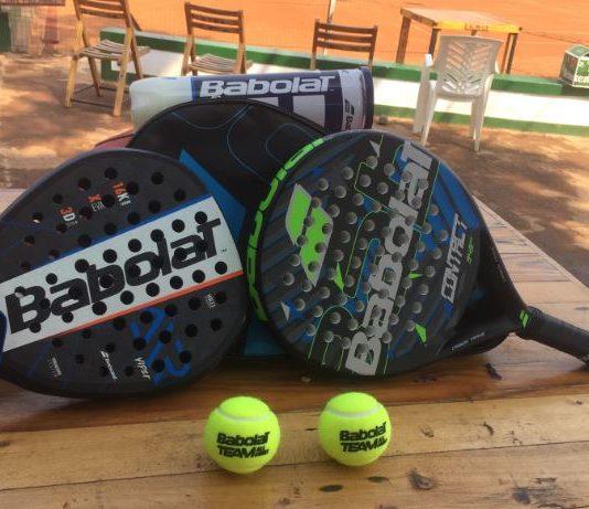 les raquettes et tennis